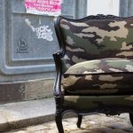 Mes pprestations de restauration d'une bergère Louis XV laquée noir recouverte tissu camouflage