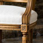 Mes prestations de recouverture, Détail finition du pied d'un fauteuil Louis XVI
